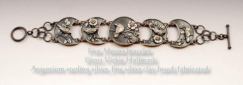 Hallmark 5 Moons bracelet dark 1000x500